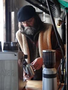 Lothar Meinen maakt eerlijke koffie aan zijn koffiemobiel